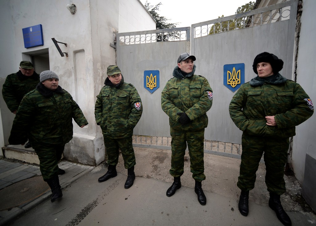 Хроніки окупації Криму: кримчанам рвуть паспорти, а Гоблін залякує фізичним знищенням - фото 13