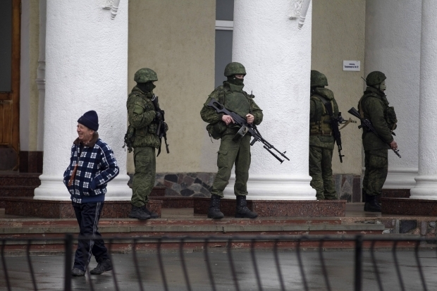 Хроніки окупації Криму: обстріл українського літака і вторгнення в Чонгар - фото 4