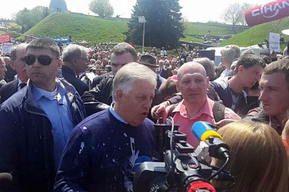 Комуністичний шабаш: близько 20 затриманих і Симоненко у кефірі (ФОТО, ВІДЕО) - фото 3
