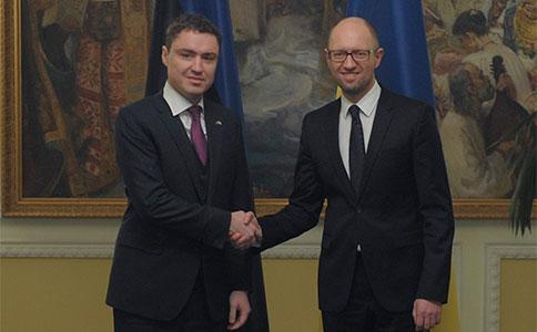 Яценюк обговорив з прем'єром Естонії