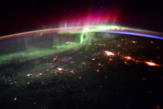 Як виглядає з космосу полярне сяйво - фото 2