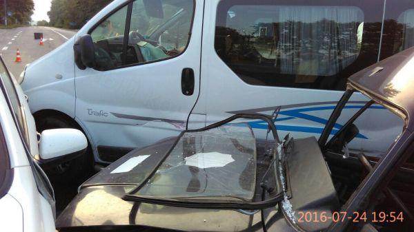Поліцейська машина спричинила потрійне ДТП - фото 3