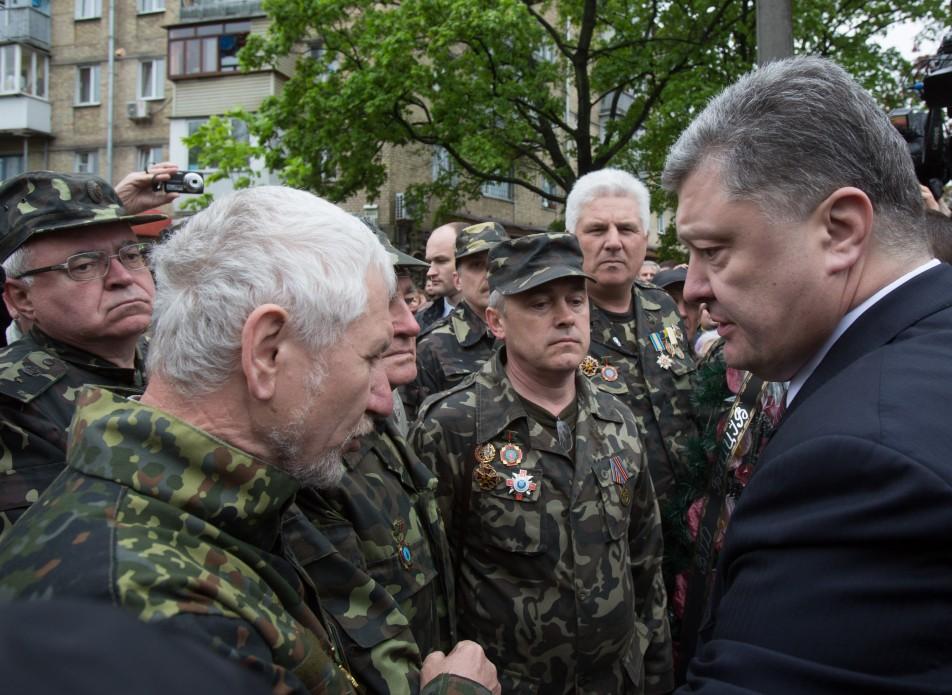 Перші особи держави вшанували ліквідаторів та жертв Чорнобильської катастрофи - фото 5