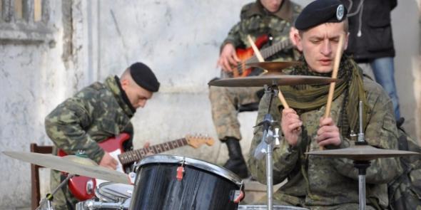 Хроніки окупації Криму: знаменитий рок-концерт керченських морпіхів - фото 3