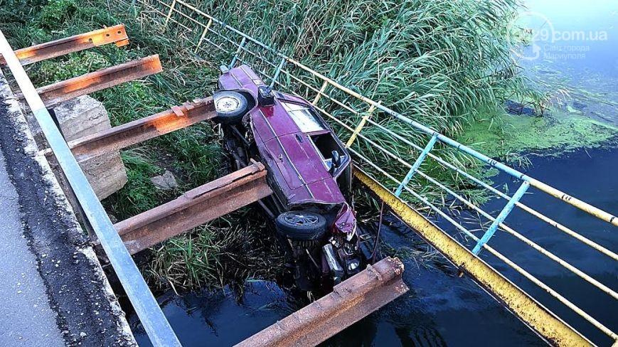 У Маріуполі авто з військовими упало в річку, - ЗМІ - фото 3