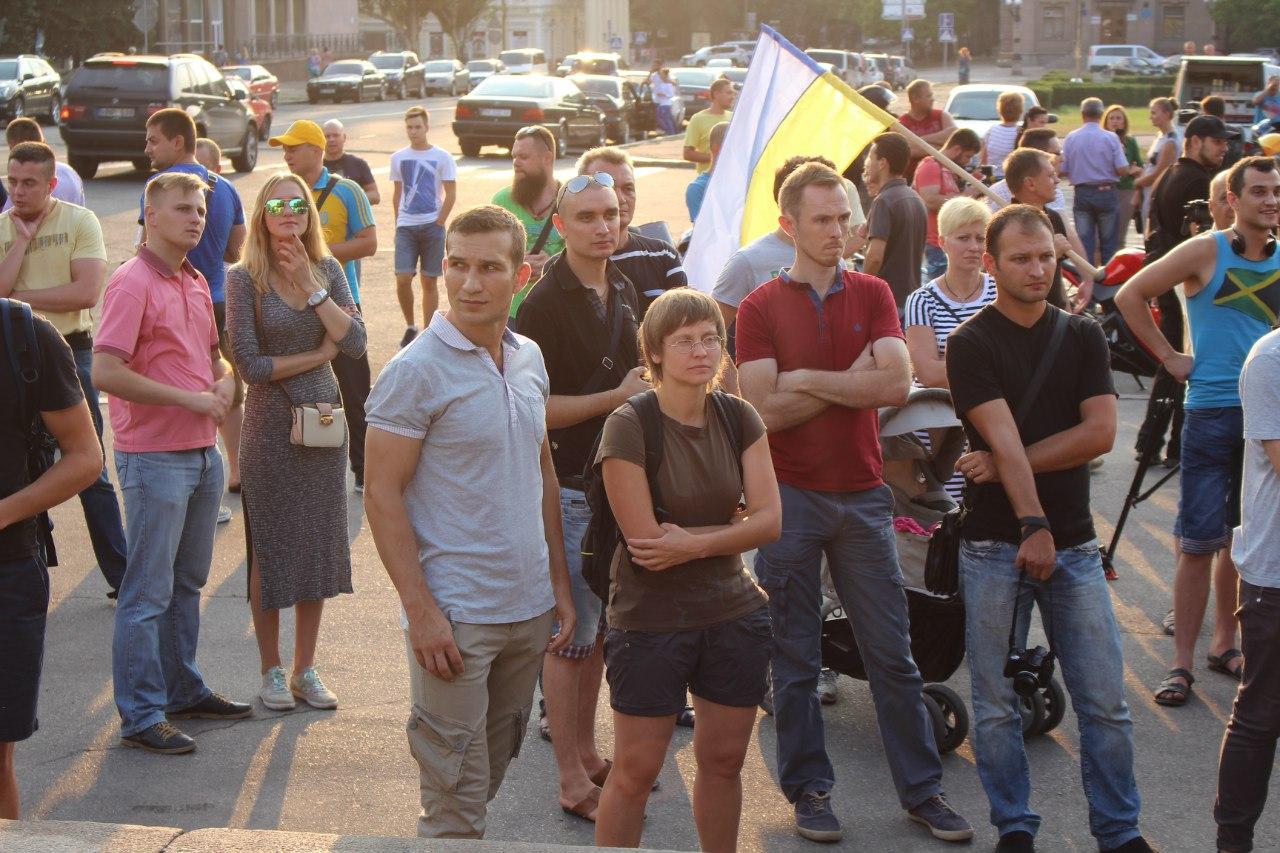 """Правоохоронці, візьміться за наркоторговців: миколаївці мітингували проти поширення """"спайсів"""""""
