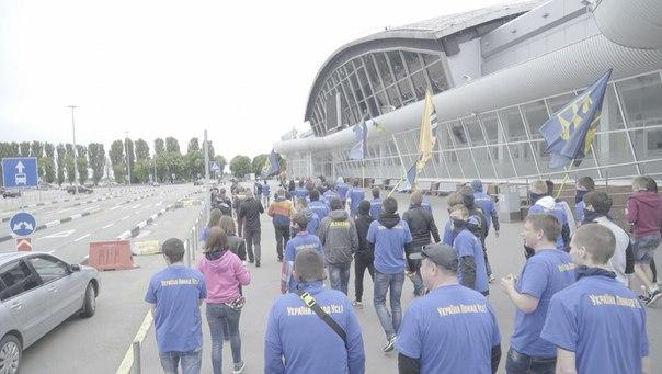 """""""Азовці"""" влаштували фаєр-марш у """"Борисполі"""" та """"Жулянах"""" - фото 1"""