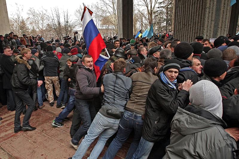 Хроніки окупації Криму: мітинг 26 лютого - фото 11