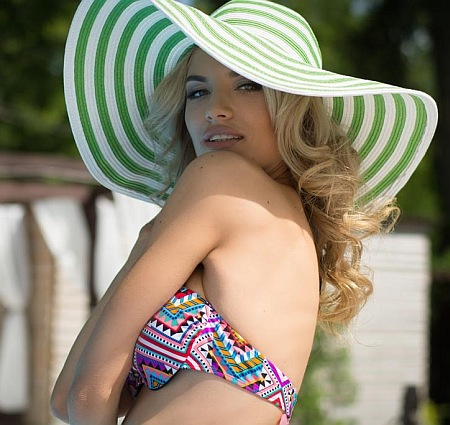 """Як конкурсантки """"Міс Україна Всесвіт"""" у бікіні на сонці ніжилися - фото 4"""