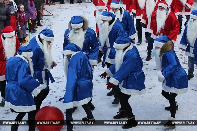 Як у Білорусі Діди Морози грали у футбол - фото 4