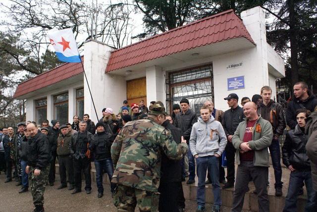Хроніки окупації Криму: українські військові вже готові стріляти в окупантів - фото 5