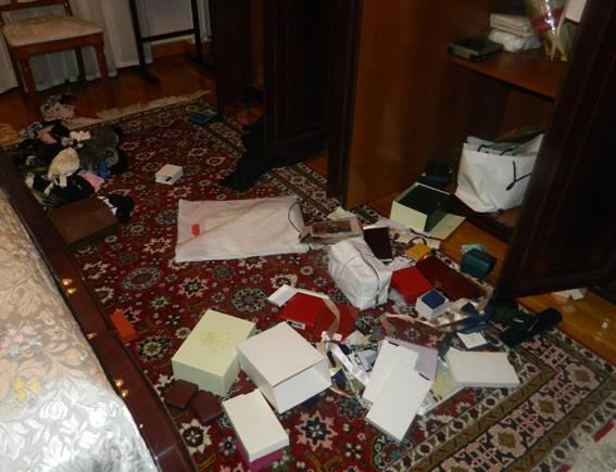 В екс-міністра оборони Януковича вкрали генеральську шинель - фото 2