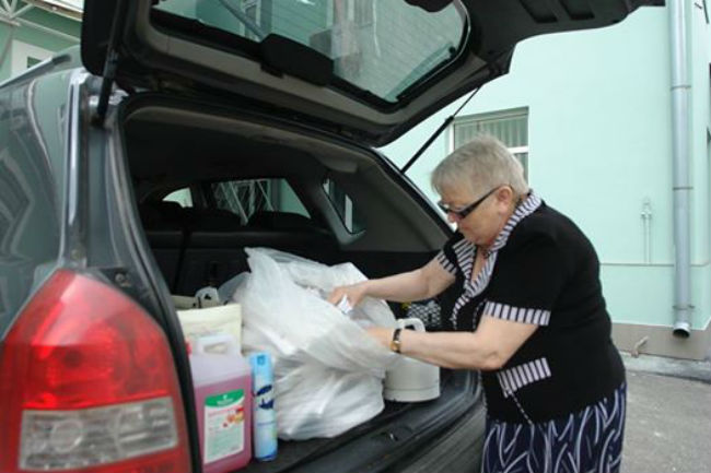 Аваков-молодший похвалився бабусею, що допомагає бійцям ЗСУ - фото 1