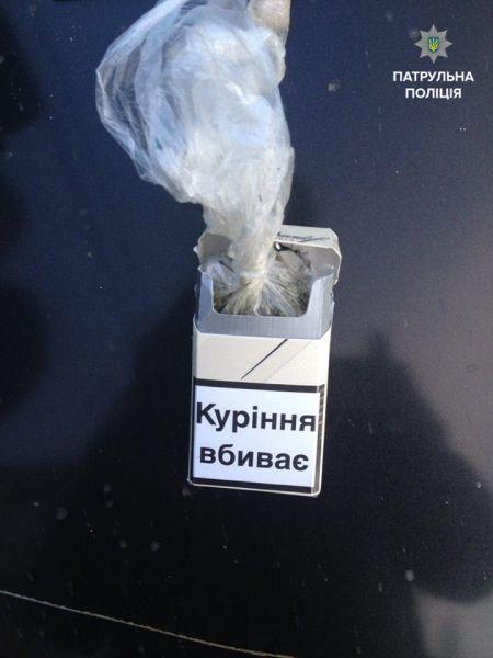 """У Вінниці патрульні затримал таксиста """"під кайфом"""" - фото 2"""