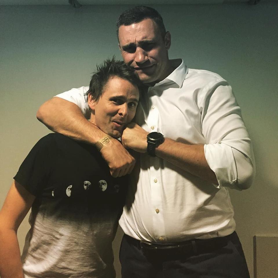 """Як Кличко """"начистив"""" фейс вокалісту Muse - фото 1"""