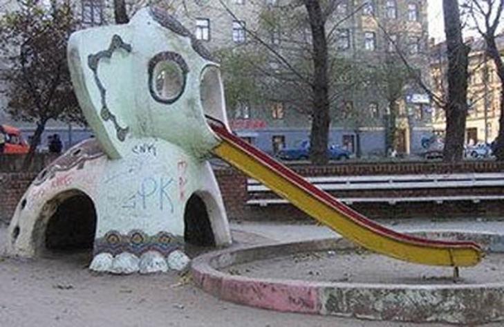 30 дитячих майданчиків, від яких стає моторошно - фото 19