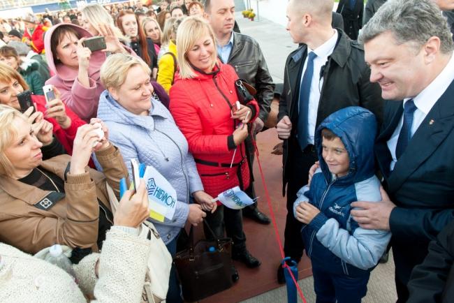 """Порошенко: відродження України починається з таких підприємств, як """"НІБУЛОН"""" - фото 2"""