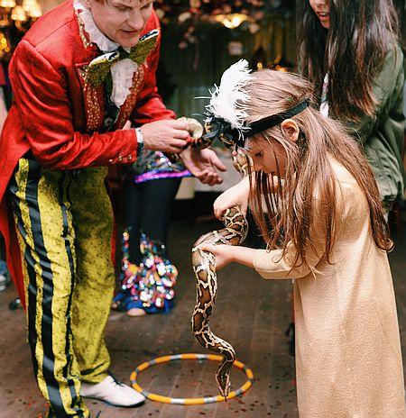 Лобода влаштувала доньці свято у стилі Гетсбі з живими зміями - фото 7