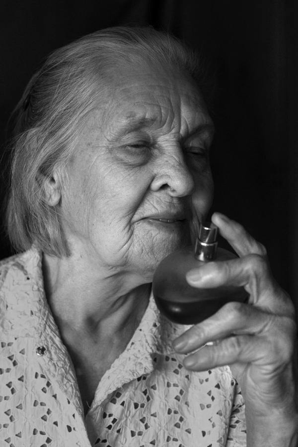 Як киянка у 91 рік відчуває себе красивою та позує ню (18+) - фото 7