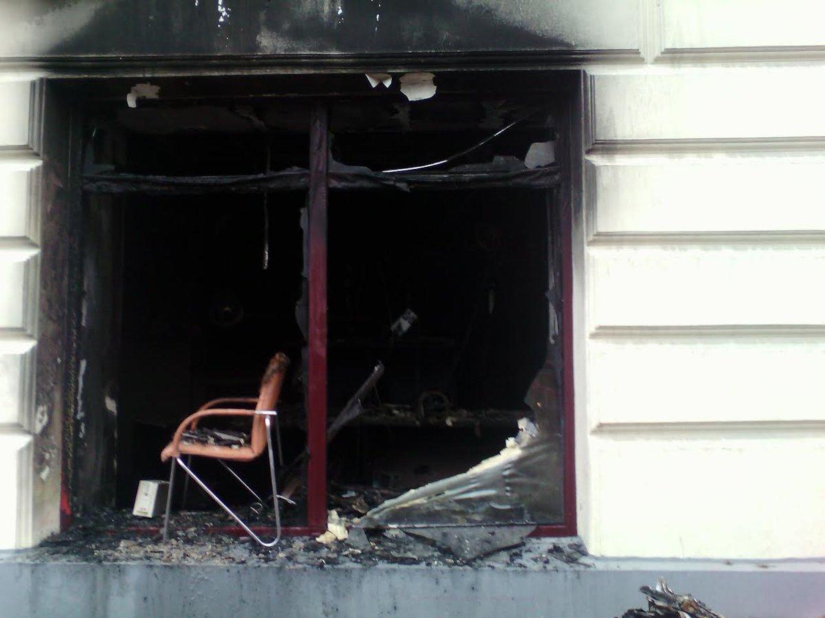 Наслідки підпалу російських банків у Львові  - фото 1