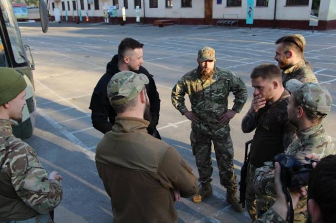 """В Одесі підрахували, скількіки бійців """"Азову"""" прибуло до міста - фото 5"""