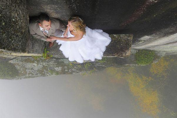 Як виглядає весільна фотосесія на шалено високій скелі - фото 7