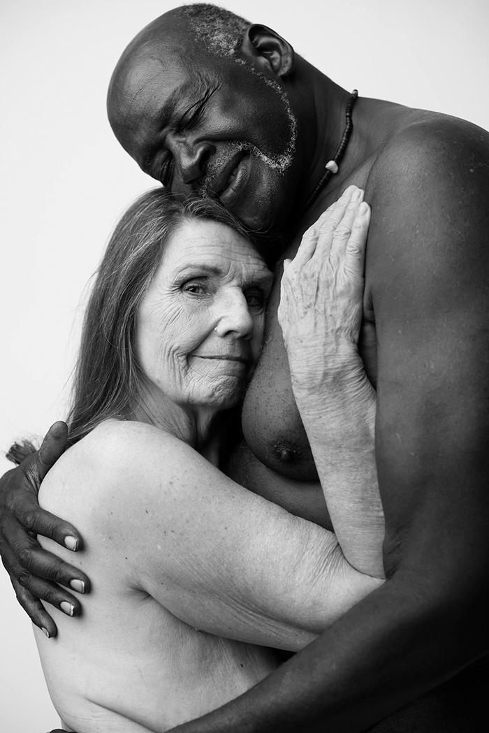 Фото голих 70-річних закоханих підірвали інтернет (ФОТО 18+) - фото 2