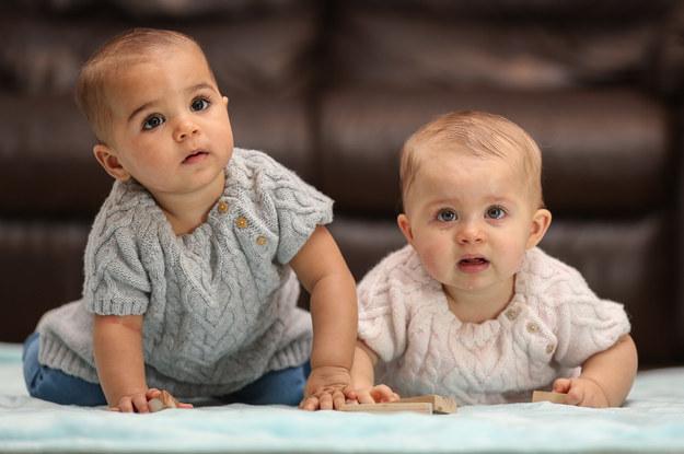 Жінка народила двійнят з різним кольором шкіри - фото 3