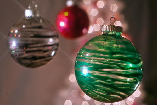 ТОП-10 найяскравіших способів прикрасити кульки для новорічної ялинки  - фото 3