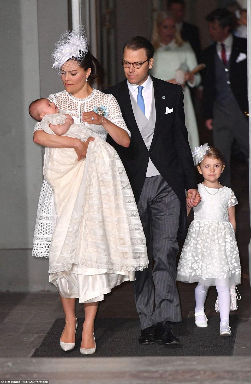 Як шведська принцеса сина хрестила - фото 2