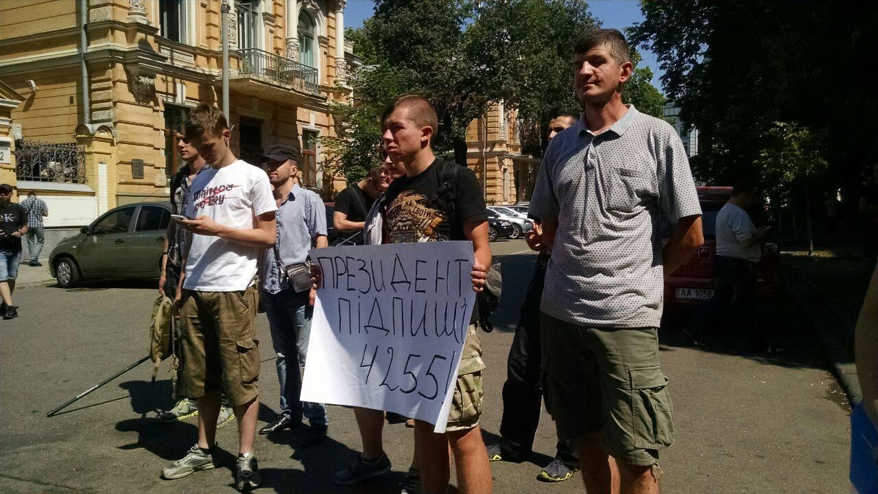 Парасюк і Семенченко вимагають амністію у президента - фото 3
