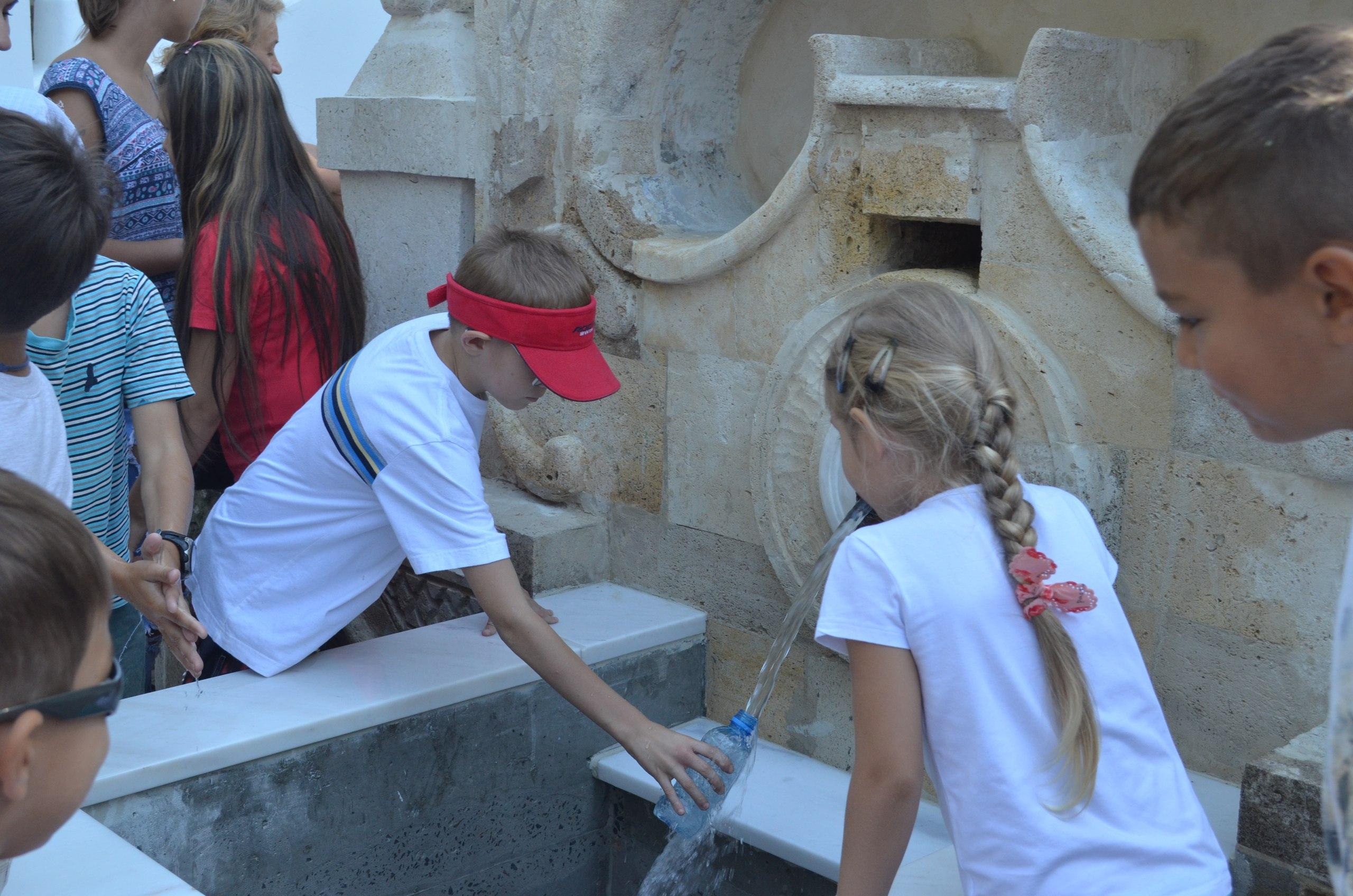 """У """"джерельній"""" воді в миколаївському Турецькому фонтані знайшли нітрати"""