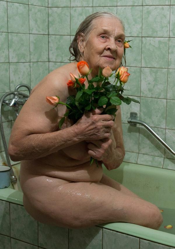 Як киянка у 91 рік відчуває себе красивою та позує ню (18+) - фото 6