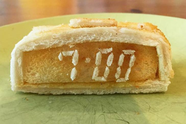Неймовірні скульптури з тостів, які батько створює для хворої дочки - фото 9