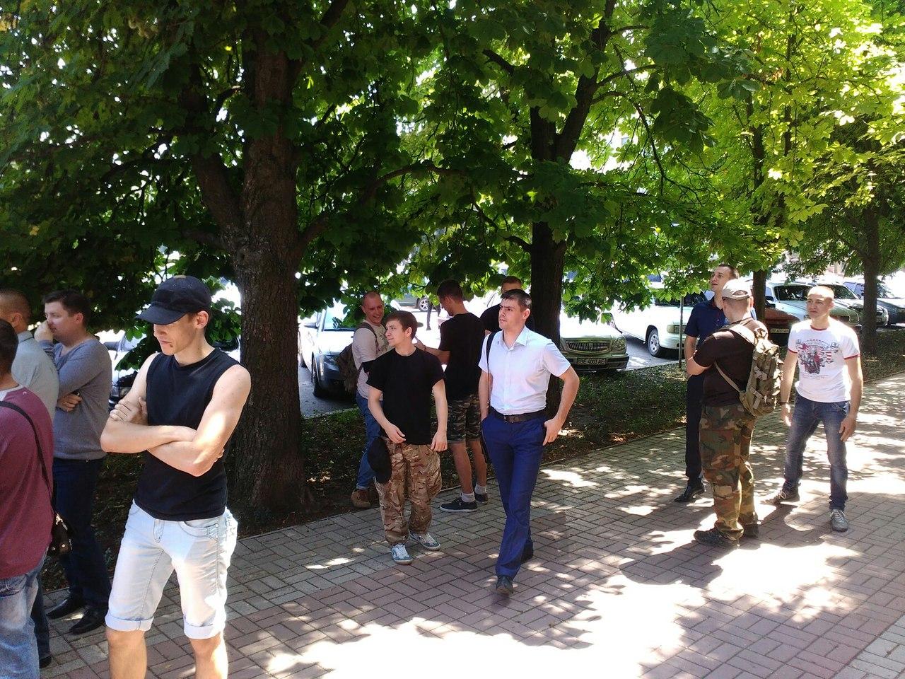 У Миколаєві під міськрадою зібрався пікет проти головної сепаратистки міста - фото 4