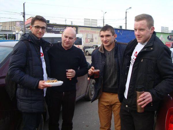 Вінничан пригощали чаєм та печивом в трамваях - фото 1
