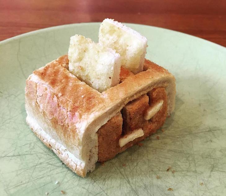 Неймовірні скульптури з тостів, які батько створює для хворої дочки - фото 5