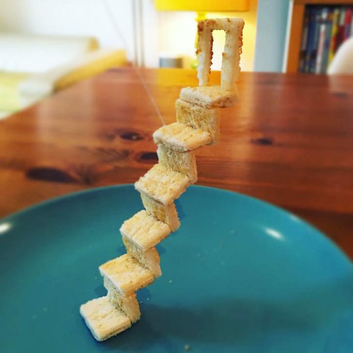 Неймовірні скульптури з тостів, які батько створює для хворої дочки - фото 14