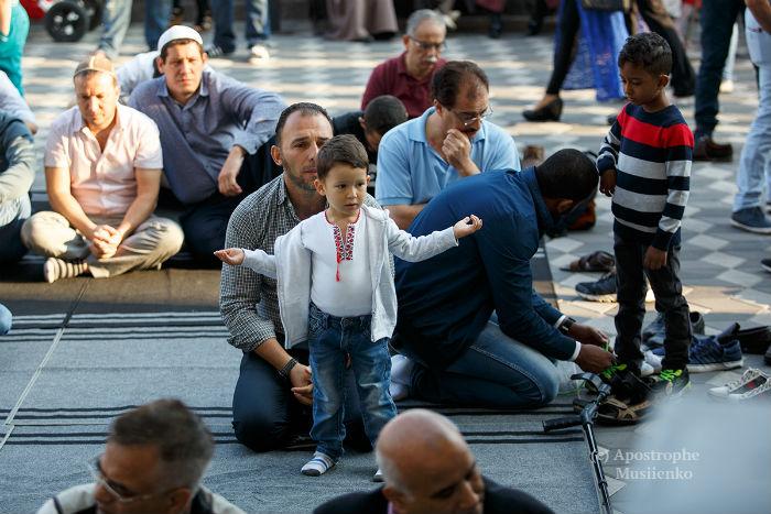 Як мусульманин у вишиванці Курбан-байрам у Києві святкував - фото 1