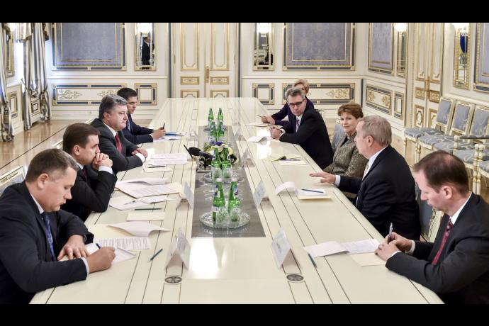Порошенко зустрівся з делегацією Конгресу США - фото 1