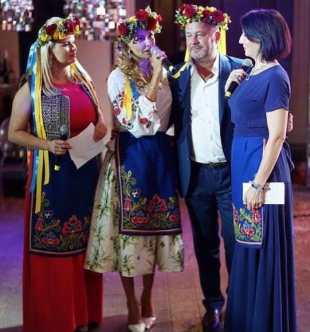 Дружина Пєскова вразила мережу українським вбранням - фото 1