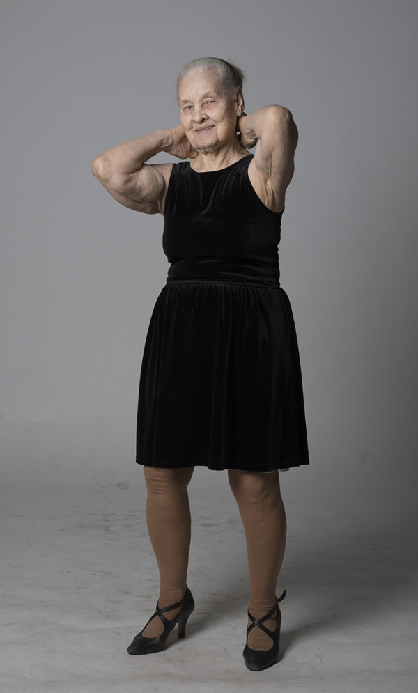 Як киянка у 91 рік відчуває себе красивою та позує ню (18+) - фото 2