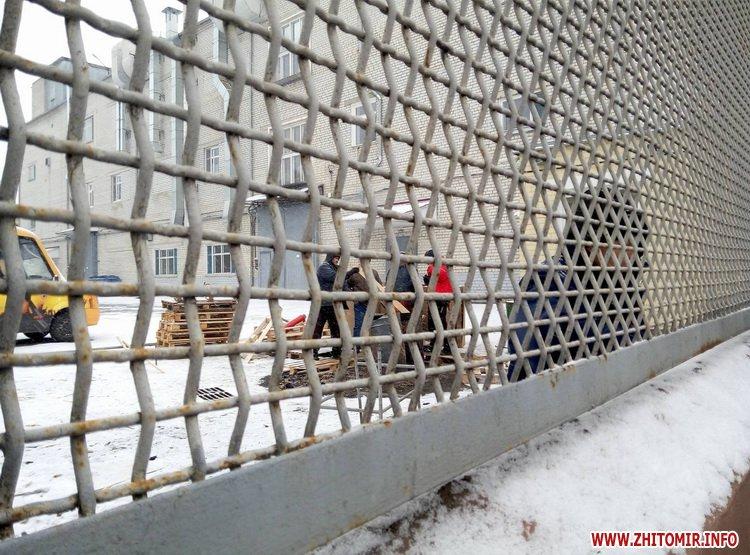 Житомирську кондитерську фабрику оточили нацгвардійці - фото 5