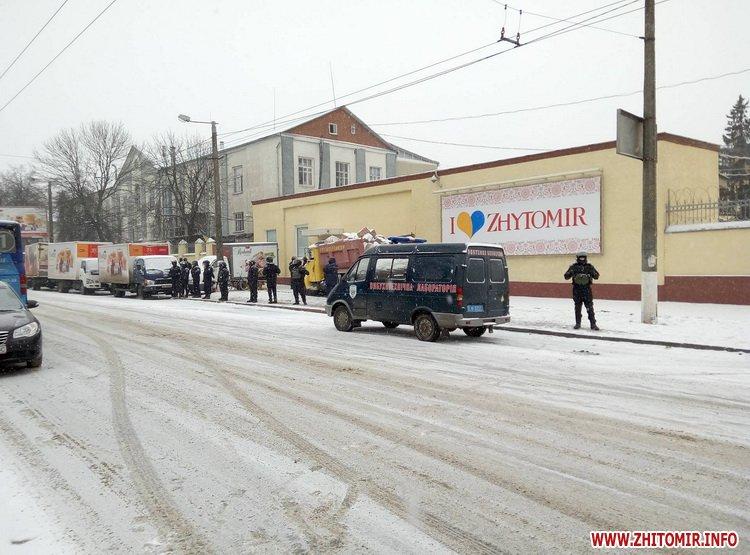 Житомирську кондитерську фабрику оточили нацгвардійці - фото 6