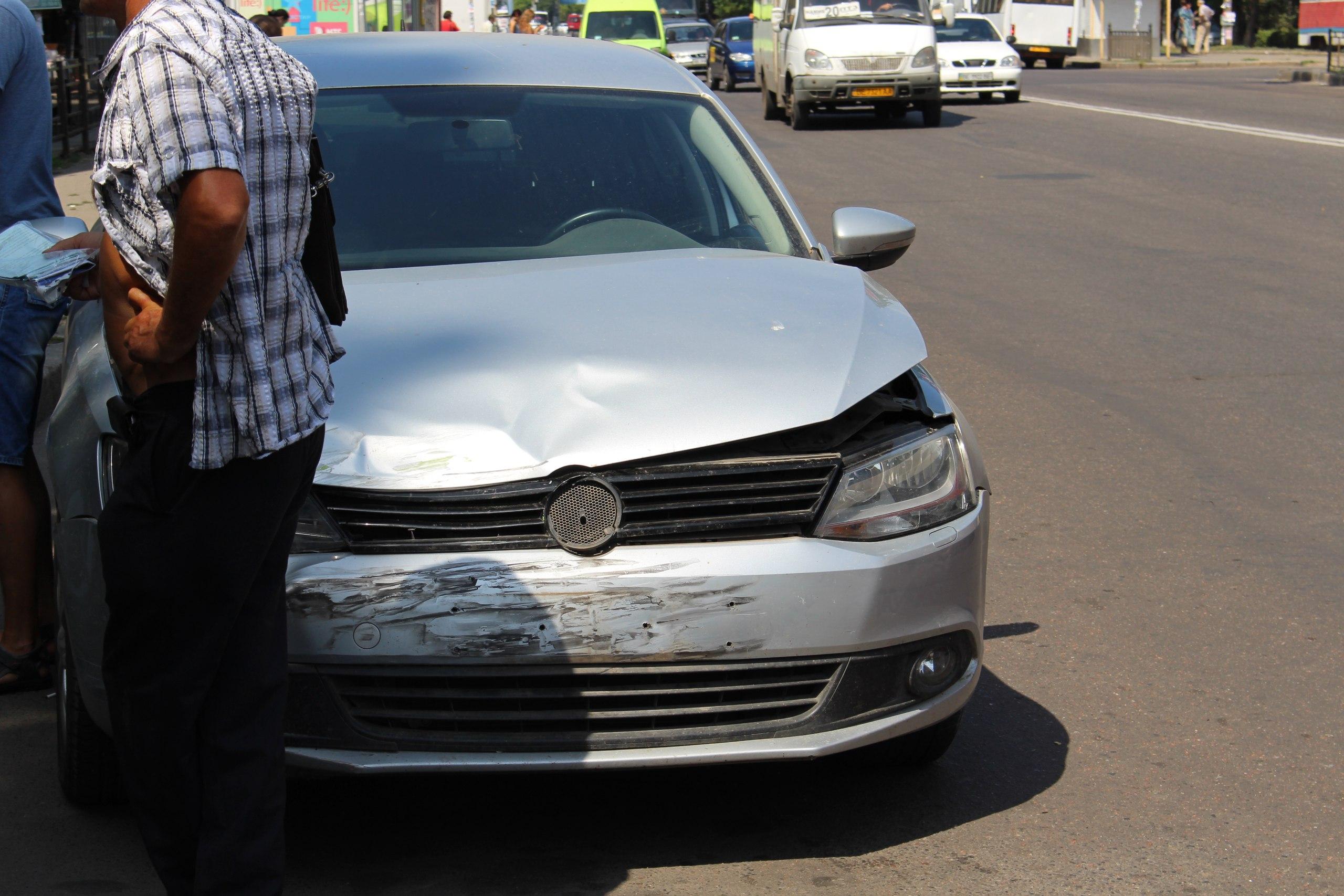 У Миколаєві через неуважність водія зіткнулися дві машини