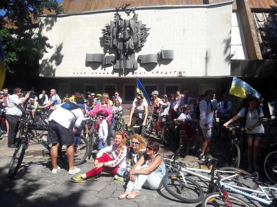 Вінничани у вишиванках влаштували патріотичнний велопрообіг - фото 2