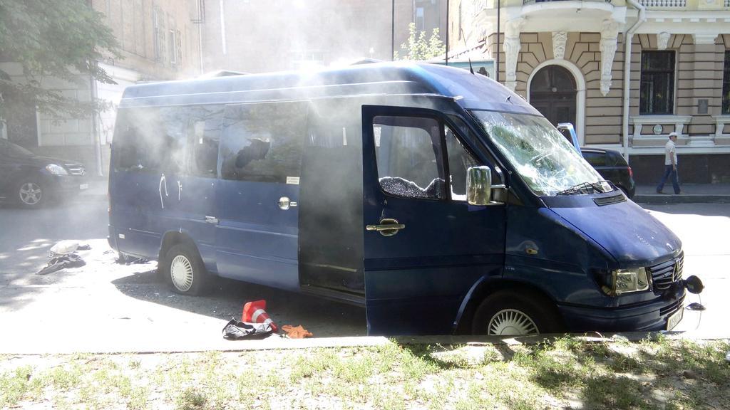 У Харкові стрілянина: невідомі напали на автомобіль охорони Добкіна  - фото 1