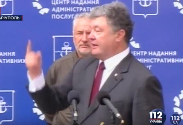 """Як Порошенко """"пальцем"""" згадав Путіна  - фото 1"""