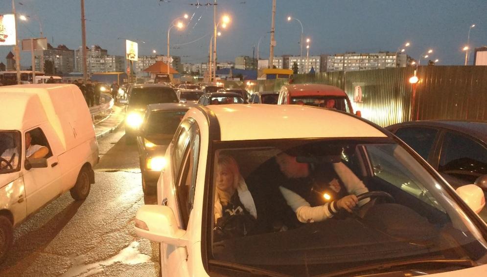 На столичній Оболоні протестувальники перекрили дорогу - фото 2