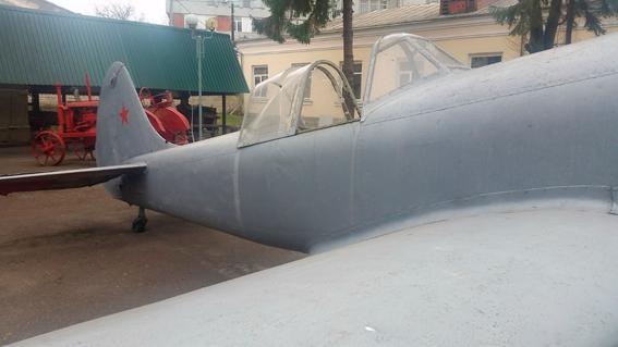 У Рівному АТОшник, погрожуючи пістолем, намагався вкрасти літак із музею - фото 1